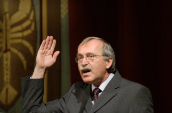 Staatstheater Cottbus  Festakt zur Verleihung des  Max-Grünebaum-Preises  2007 Prof. Dr. Claus Lambrecht Vorstandsvorsitzender der Max Grünebaum-Stiftung