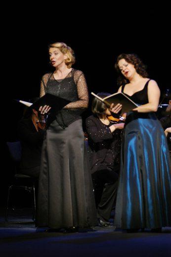 Staatstheater Cottbus  Festakt zur Verleihung des  Max-Grünebaum-Preises  2007 v.l.n.r.: Anna Fischer (Alt), Cornelia Zink (Sopran)