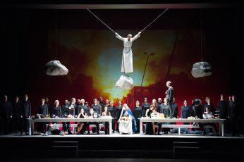 """Steine im Sinfonischen Bildertheater """"Francesco"""" von Jo Fabian. Foto: Marlies Kross"""