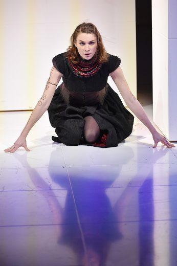 """Lisa Schützenberger als Medea in Tom Lanoyes Schauspiel """"Mamma Medea"""